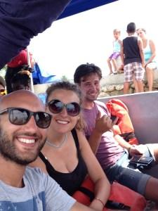 Hollandalı çift Loek ve kız arkadaşı ile uzun bir tekne yolculuğu sonrası Puerto Barrios'a vardık.