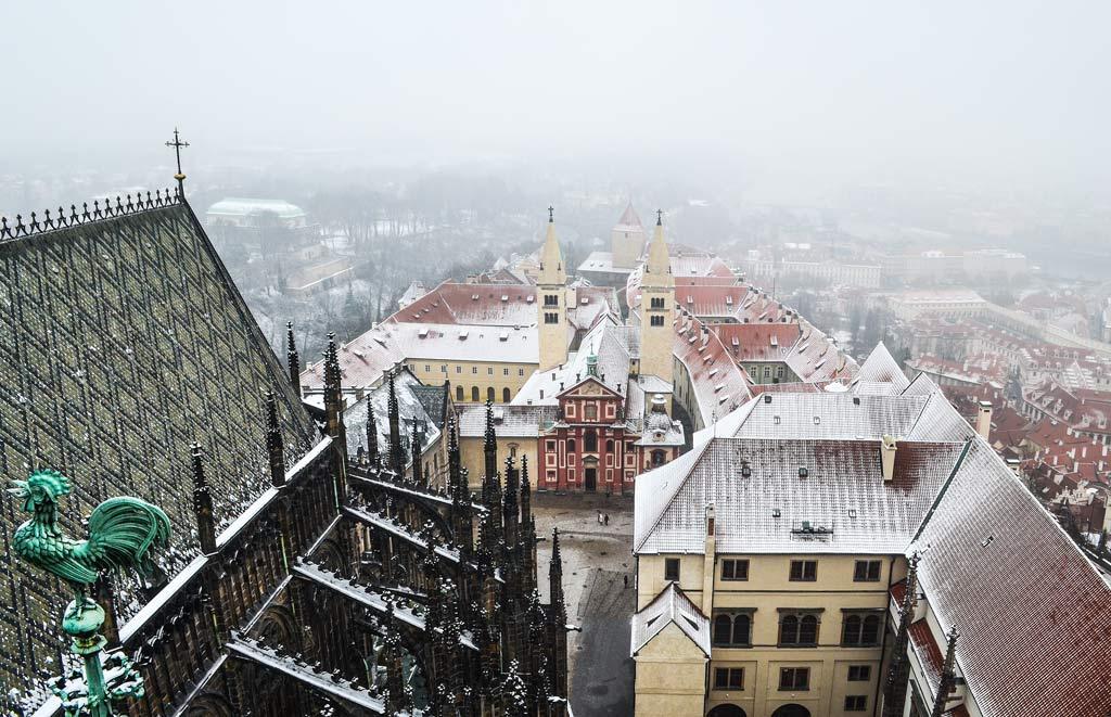 Достопримечательности Праги. Вид на Пражский Град с собора Святого Вита