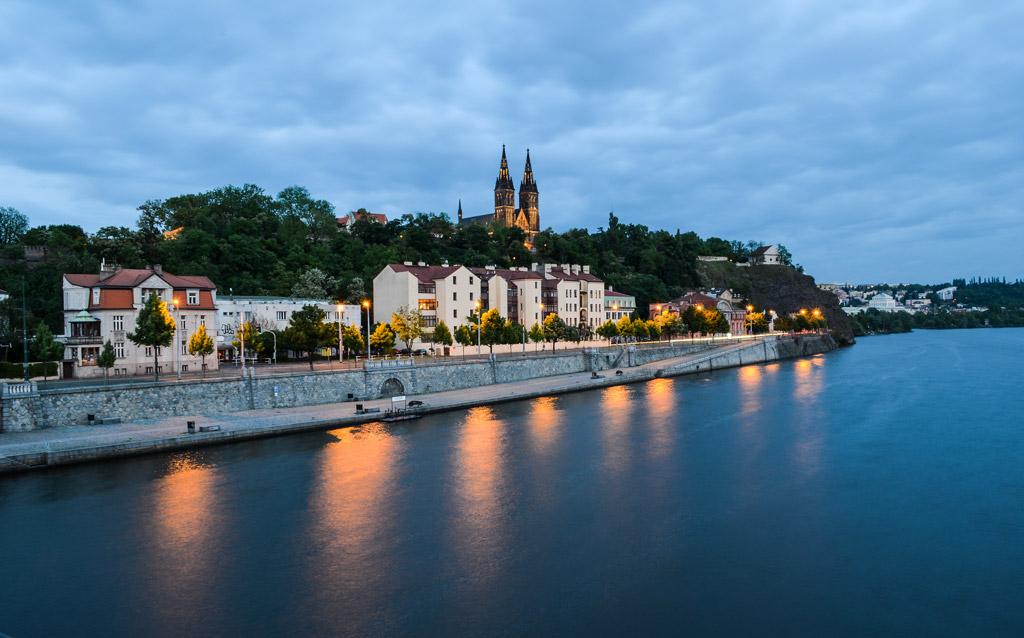 Прага. Вид на Вышеград с железнодорожного моста