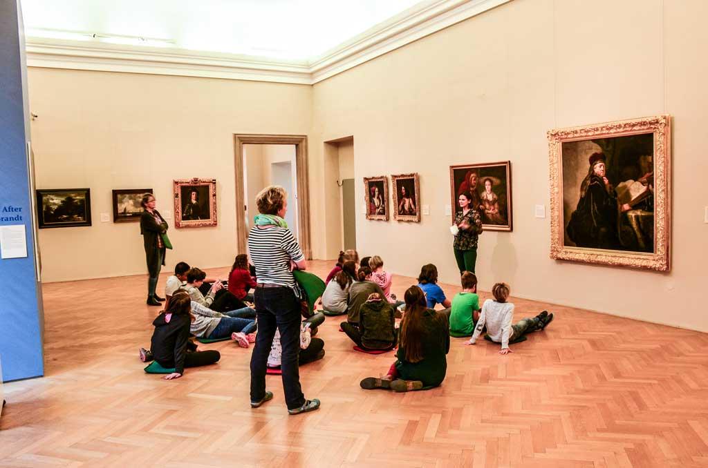 Прага. Штернбергский дворец. Экспозиция. Картина Рембрандта «Учёный в своей студии»