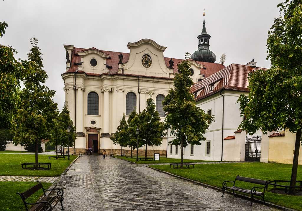 Достопримечательности Праги. Бржевновский монастырь. Костёл Святой Маргариты (Kostel sv. Markéty)