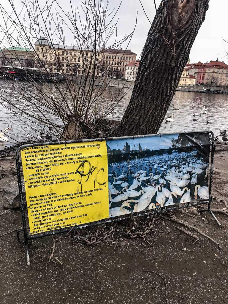 табличка у Карлова моста