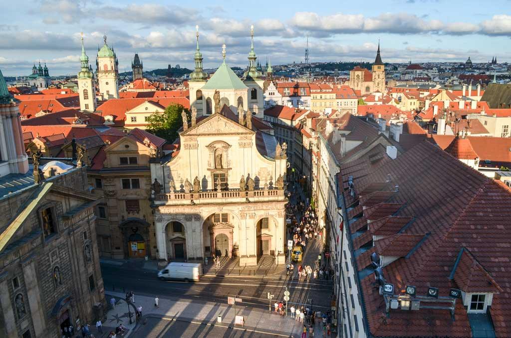 Прага. Вид на Карлову улицу со Староместской башни