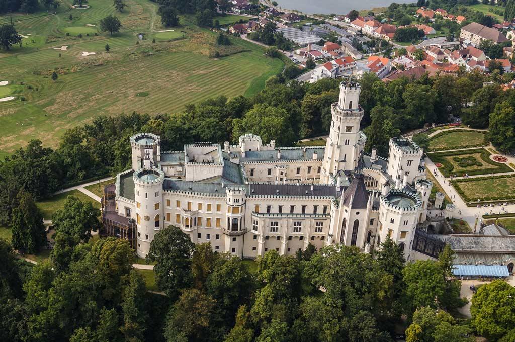 Вид на замок Глубока с квадрокоптера