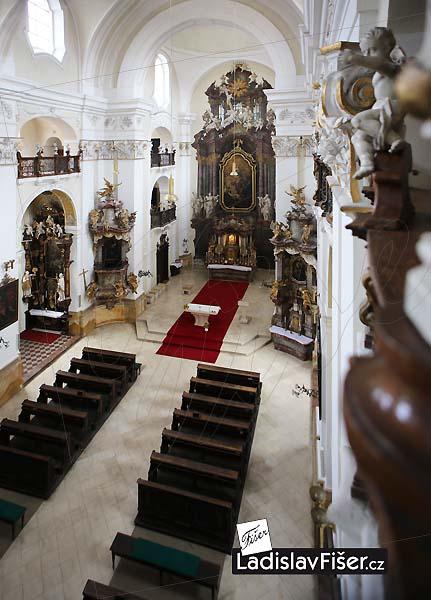 Внутреннее убранство костёла Вознесения Девы Марии в Градец-Кралове