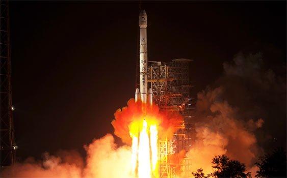 Çin Ay'a İlk Keşif Aracını Gönderdi