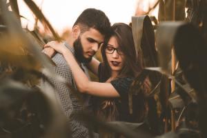 10 признаков мужской любви, хоть и совершенно отдаленных от романтики