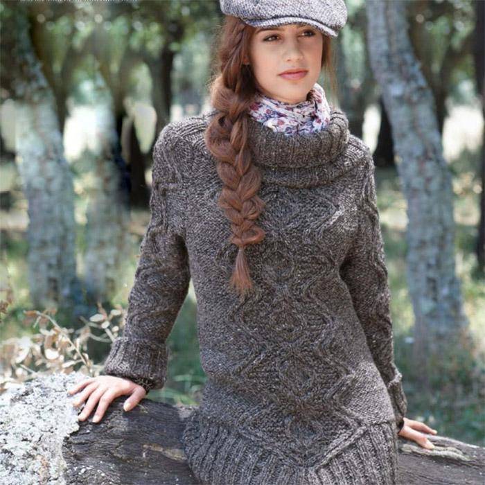 Пуловер спицами с аранами
