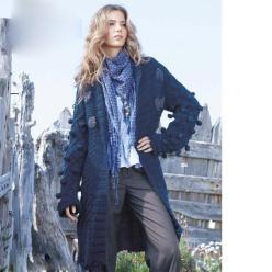 Пальто спицами с объемным узором