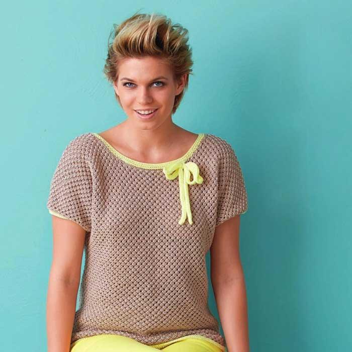 Вязание для женщин. Пуловер спицами с бантом.