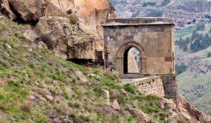 Вардзия - пещерный город и монастырь в Грузии
