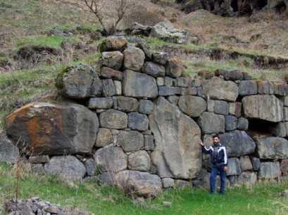 zashitnaja stena Vanis Kvabebi