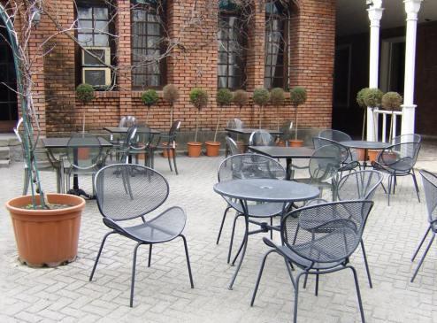 """Кафе """"Bottega"""" на территории старого винного завода"""