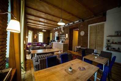 Ресторан FAMOUS в старинном особняке в центре Тбилиси