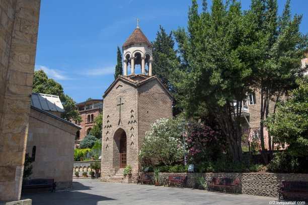 Собор Сиони - знаменитый храм Тбилиси