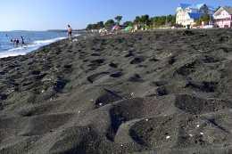 Курорт с черным песком