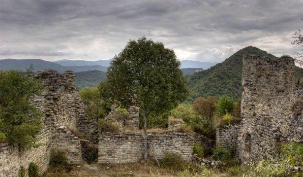 Развалины древней крепости Уджарма
