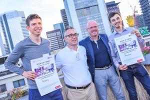 Die Gewinner der 2. Start-up Night 2017 in Frankfurt: Steffen Allesch von Freashly und Konrad Ciezarek von Reveox