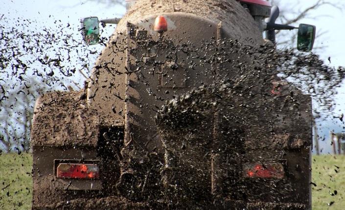 Multiresistente Keime durch Massentierhaltung, Felder als Müllhalden der konventionellen Landwirtschaft