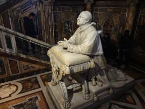 Praying Pope sculpture (Pope Pius IX I believe?)