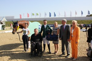 Rodolpho Riskalla (em pé ao centro) em clique de confraternização na premiação (Rainer Schmidt)