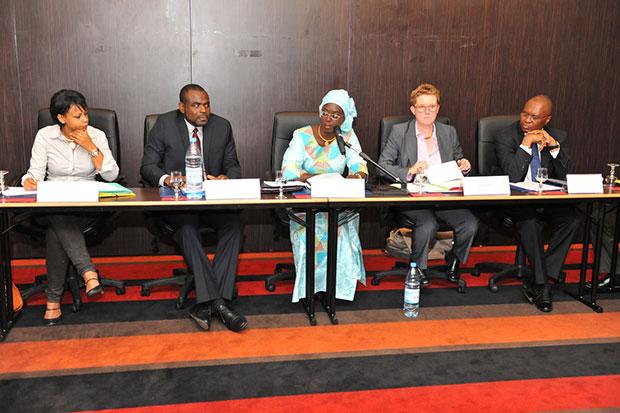 Madame Oulimata Diop, Directrice de la Monnaie et du Crédit (DMC) en compagnie des représentants de la GIZ