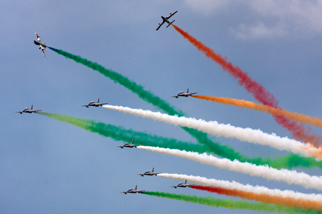 By Ronnie Macdonald from Chelmsford, United Kingdom (Frecce Tricolori 11) [CC BY 2.0 (http://creativecommons.org/licenses/by/2.0)], via Wikimedia Commons