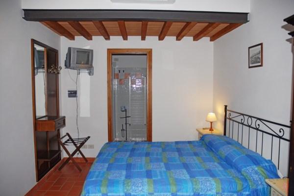 vista della camera matrimoniale Isola Minore - camera doppia con bagno per 2 persone