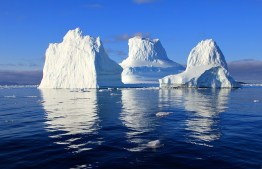 large-icebergs-on-the-water-5128x3316_31367