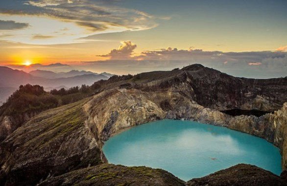 Sun-in-the-morning-rise-in-Lake-Kelimutu-Ende-East-Nusa-Tenggara-Indonesia