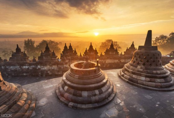 sunrise-view-Borobudur-Temple-Indonesia