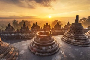 Beautiful-sunrise-in-Borobudur-Temple-Indonesia