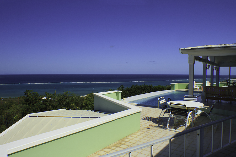 Amonoka-Pool-Deck