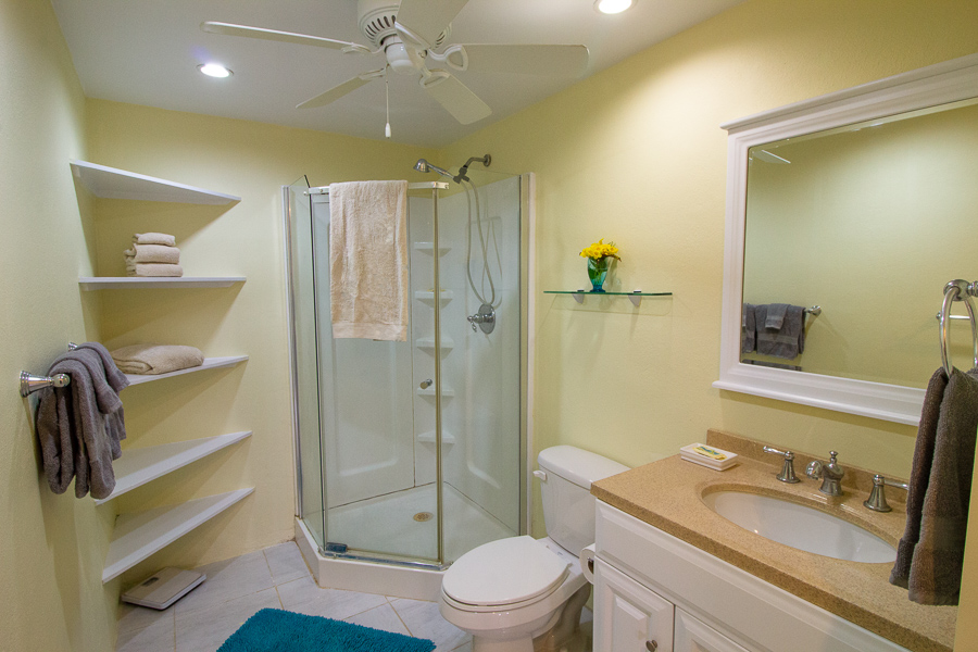 seaview apartment bathroom
