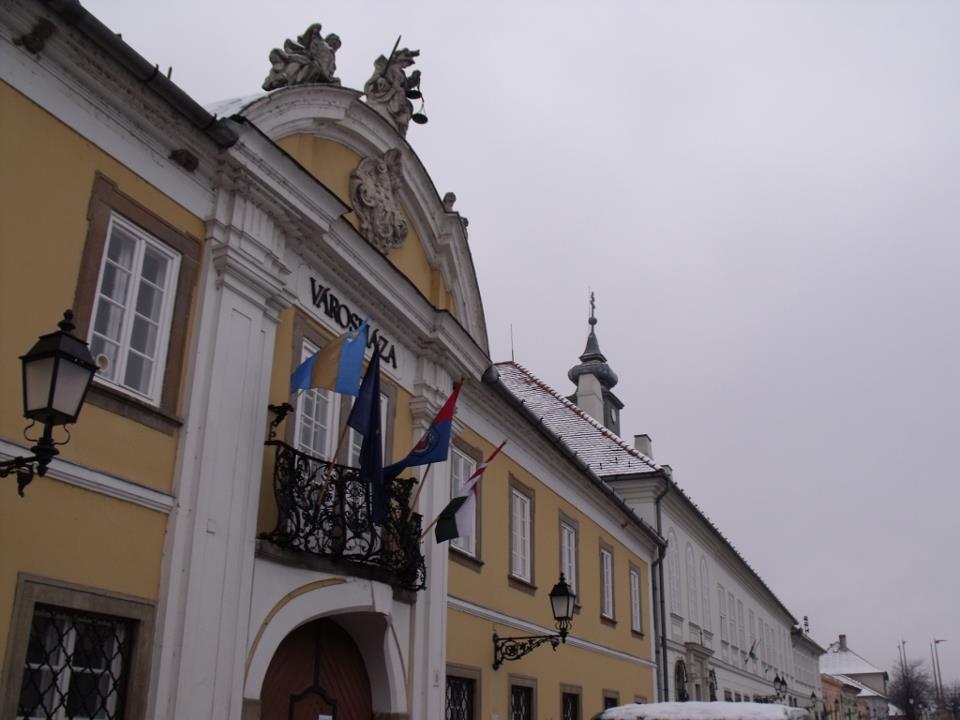 székely zászló a városházán