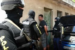 rendőrök fognak el bűnzőt
