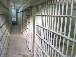 börtön rácsokkal