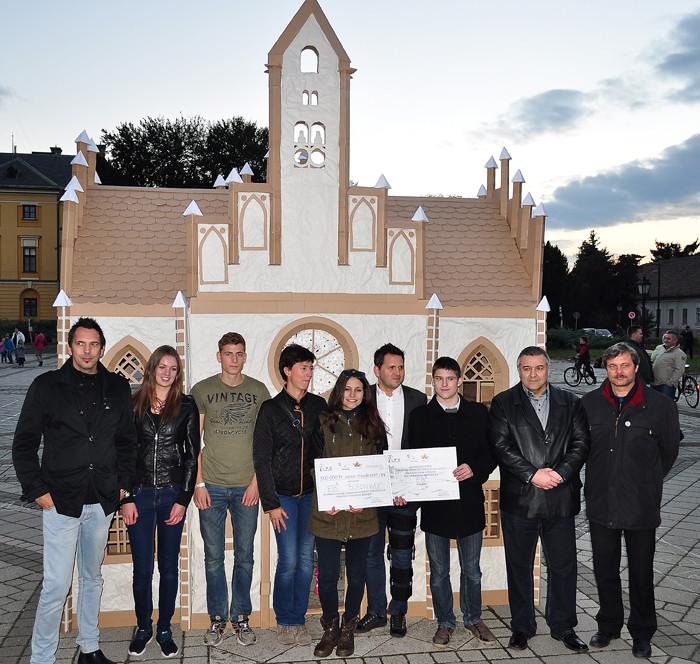 papírváros győztes csapat-700