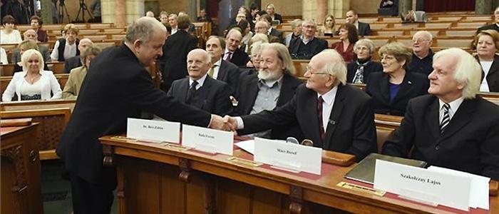 fuveskerti-koltok-a-parlamentben-700