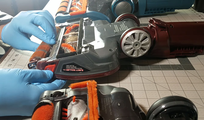 How to Remove Roller Brush from Shark Vacuum FI