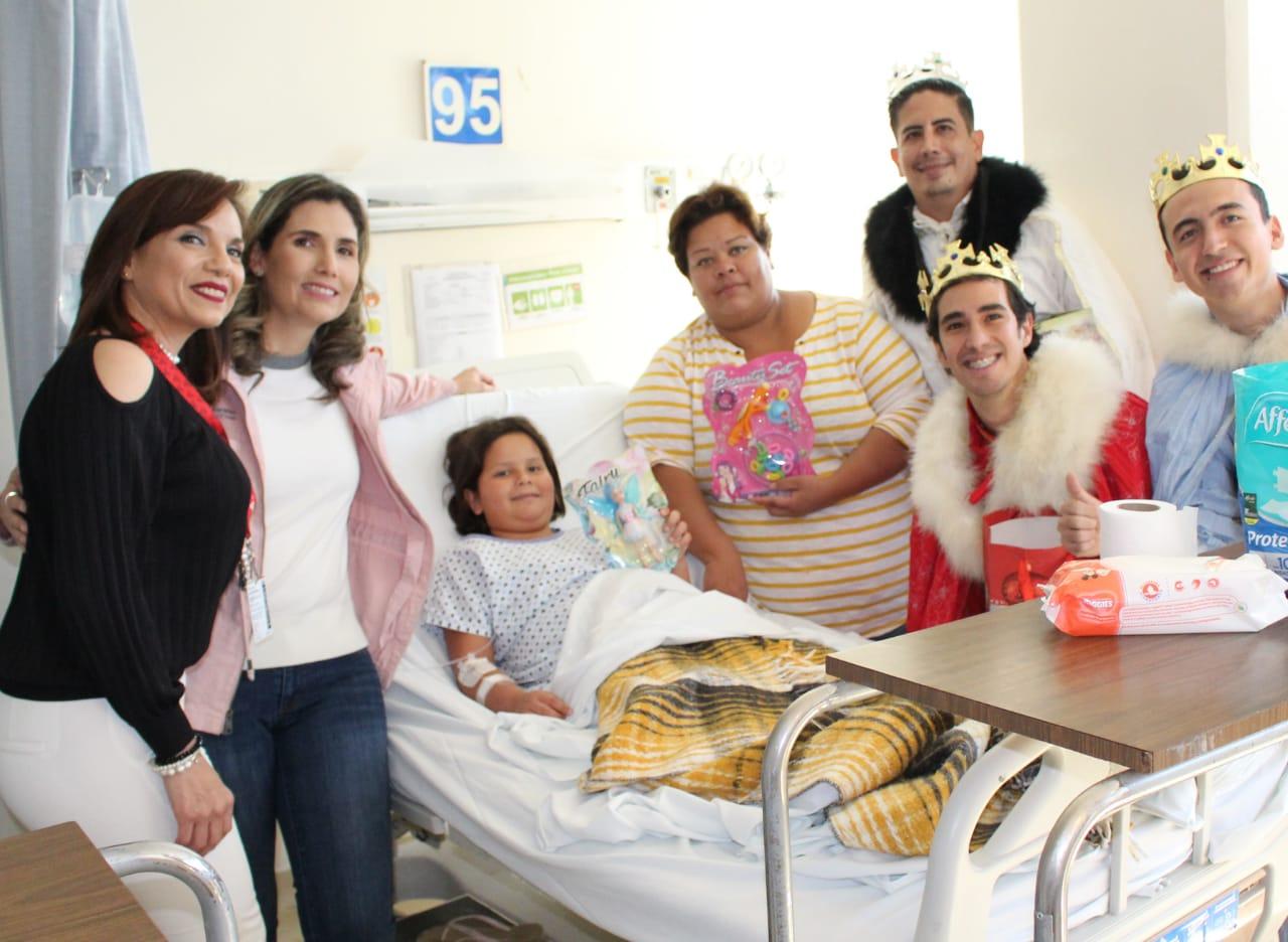 Celebran Día de Reyes en Hospital Regional Universitario