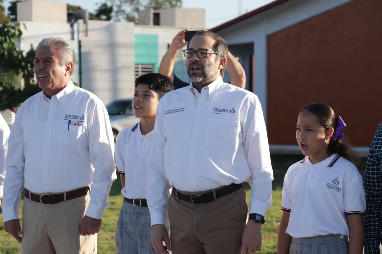 Gobernador Nacho Peralta entrega secundaria nueva en Villa de Álvarez