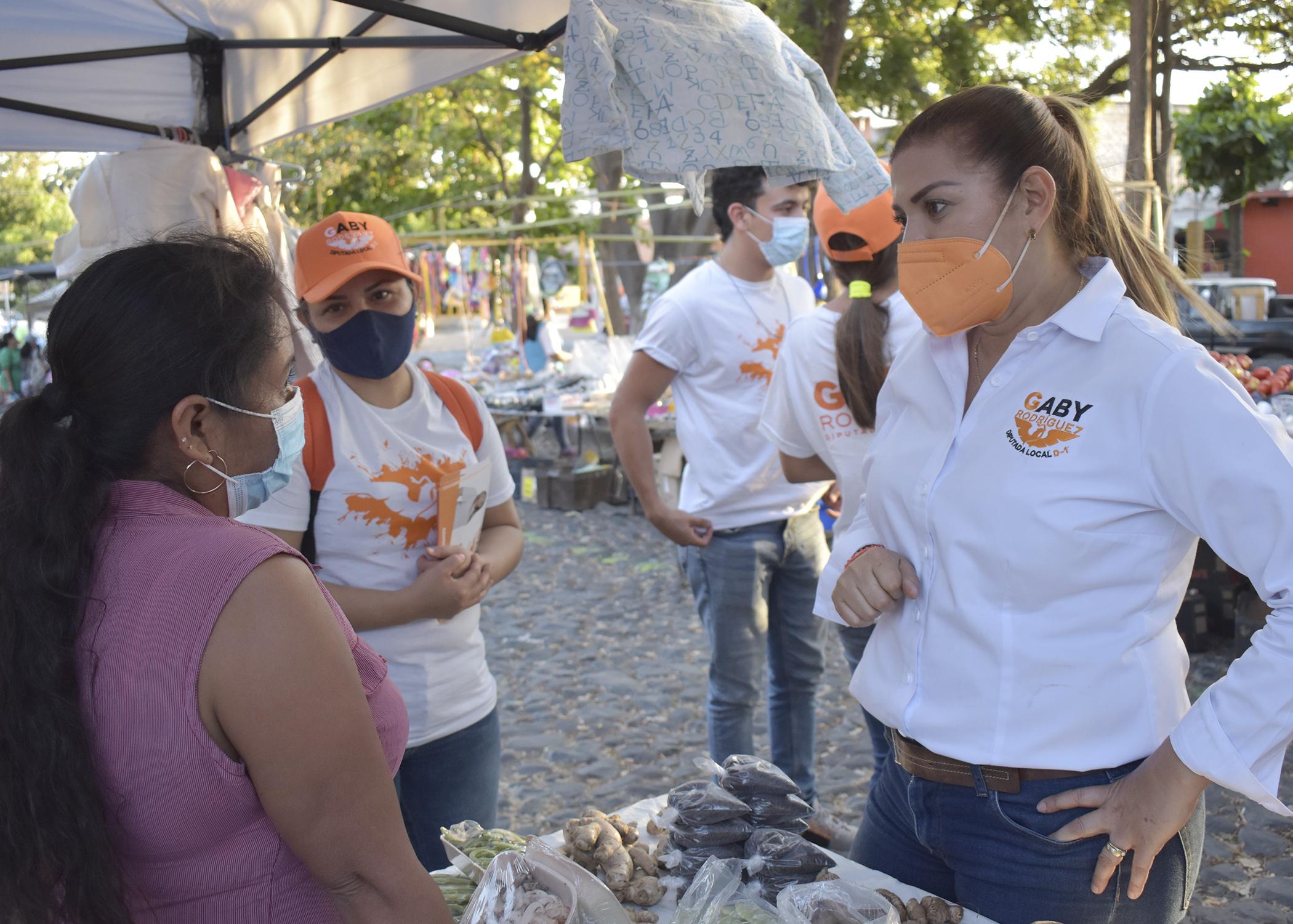 Con gran aceptación recorre Gaby Rodríguez colonias del Distrito I