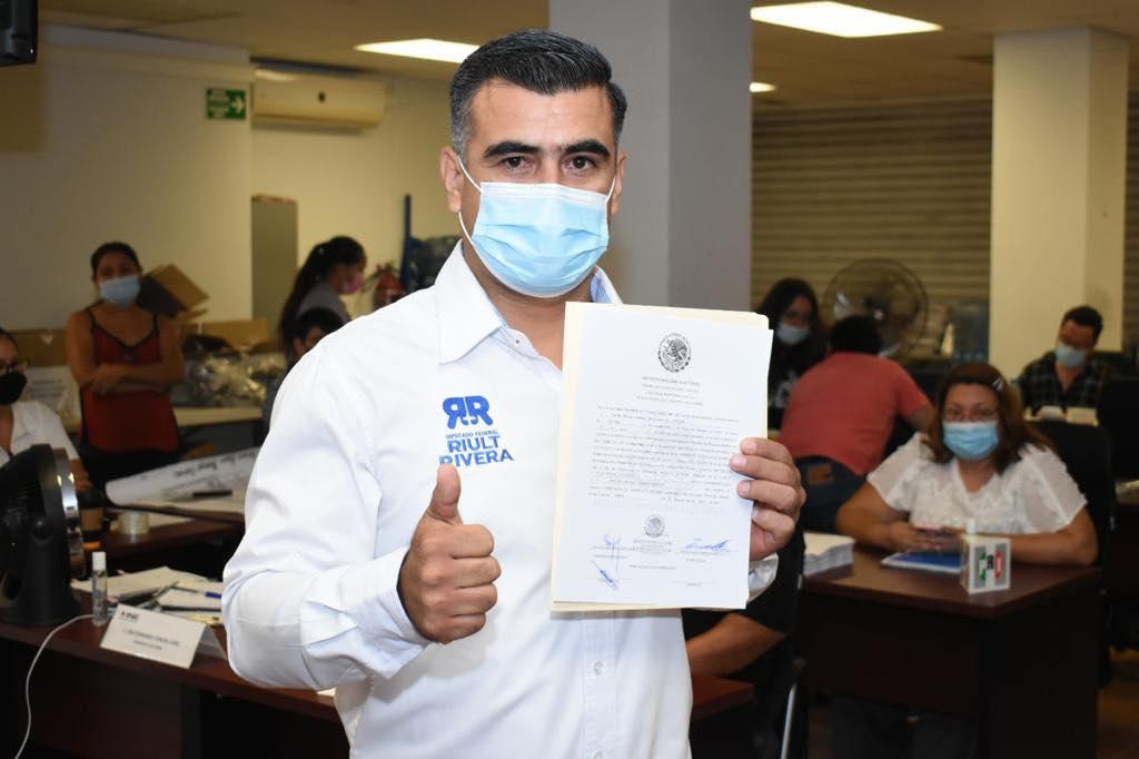 Recibe Riult Rivera constancia que lo acredita como diputado federal