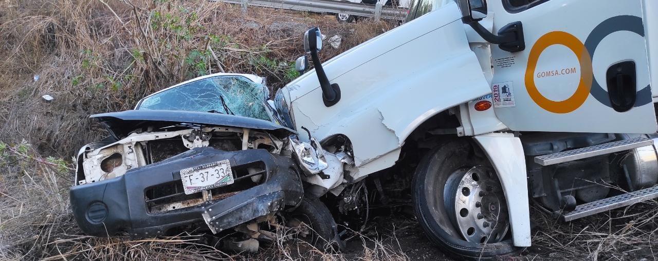 Fatal accidente en el Libramiento El Naranjo deja un fallecido y tres lesionados