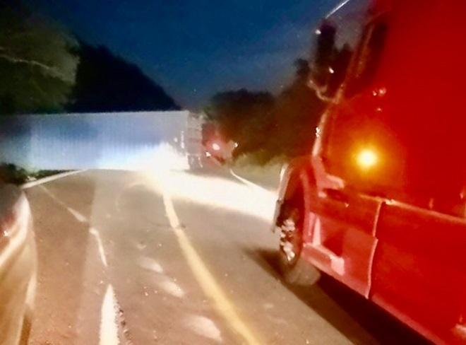 Cae contenedor en la carretera libre Manzanillo-Armería, no hay lesionados