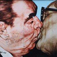 #Cliché n°1 : Le baiser du Mur de Berlin