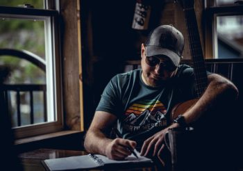 """Canadian Country Artist Justin Fancy Releases Second Debut Album Single, """"Makes Me Wanna"""" April 16"""