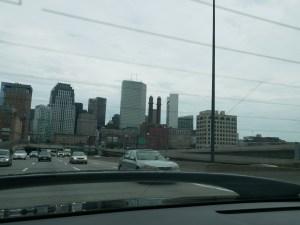 La skiline de Boston vue de l'autoroute