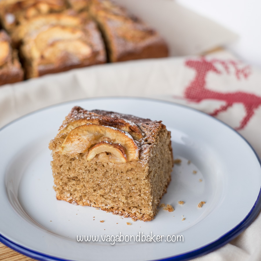 Easy Autumn Apple Cake